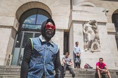 Povos fora da construção do desfile de moda de Ferragamo para o F de Milan Men Foto de Stock Royalty Free