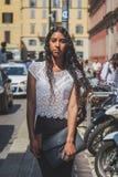 Povos fora da construção do desfile de moda de Missoni para o fá de Milan Men Imagem de Stock Royalty Free