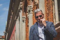 Povos fora da construção do desfile de moda de Missoni para o fá de Milan Men Imagens de Stock