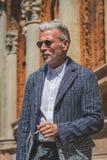 Povos fora da construção do desfile de moda de Missoni para o fá de Milan Men Imagem de Stock