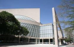 Povos fora do centro da escultura de Nasher, Dallas, Texas Imagens de Stock