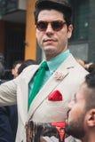 Povos fora dos desfiles de moda de Armani que constroem para a semana de moda 2014 de Milan Men Fotografia de Stock Royalty Free