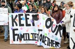 Povos latino-americanos em um protesto da imigração em Wisconsin Fotografia de Stock Royalty Free