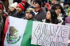Povos latino-americanos em um protesto da imigração em Wisconsin Fotos de Stock
