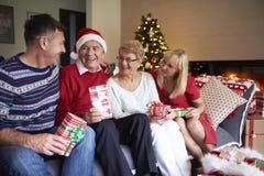 Povos maduros durante o Natal Foto de Stock Royalty Free