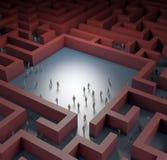 Povos minúsculos perdidos no labirinto Fotos de Stock Royalty Free