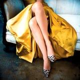 Povos, mulher sozinho, pés da mulher do close up Fotografia de Stock Royalty Free