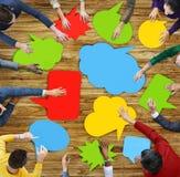 Povos multi-étnicos que encontram bolhas do discurso Imagem de Stock