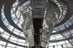 A cúpula sobre a construção de Reichstag em Berlim fotografia de stock royalty free