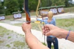 Povos na competição do tiro ao arco Foto de Stock