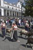 Povos na dança equatoriano tradicional dos vestidos Foto de Stock Royalty Free