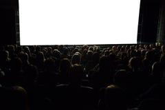 Povos na frente da tela do cinema Fotos de Stock