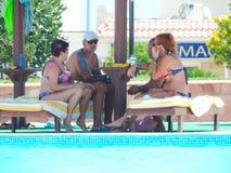 Povos na piscina Fotografia de Stock Royalty Free