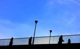 Povos na ponte Foto de Stock