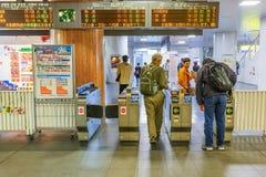 Povos na porta do bilhete em Nara Station Imagens de Stock Royalty Free