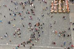 Povos na praça da cidade velha em Praga Fotografia de Stock