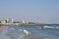 Povos na praia Imagens de Stock