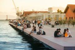 Povos na praia de Tessalónica - Grécia Fotos de Stock