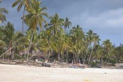 Povos na praia de Zanzibar foto de stock