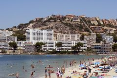 Povos na praia do verão Fotos de Stock Royalty Free