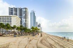 Povos na praia e na Jade Ocean do jade Foto de Stock