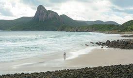 Povos na praia na ilha de Dao do engodo, Vietname Imagem de Stock Royalty Free