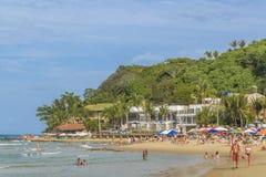 Povos na praia no Pipa, Brasil Fotos de Stock Royalty Free
