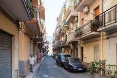 Povos na rua através de Naxos na cidade de Giardini Naxos Imagem de Stock Royalty Free