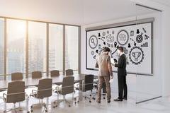 Povos na sala de conferências com posudo da vitória Fotografia de Stock