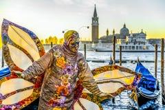 Povos nas máscaras e trajes no carnaval Venetian Fotos de Stock