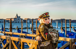 Povos nas máscaras e trajes no carnaval Venetian imagem de stock royalty free