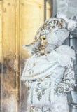 Povos nas máscaras e trajes no carnaval Venetian Foto de Stock