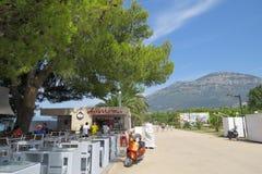 Povos no café da praia do verão Foto de Stock Royalty Free