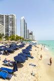 Povos no cais na praia do jade Fotos de Stock Royalty Free