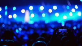 Povos no concerto da música vídeos de arquivo