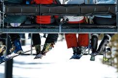 Povos no elevador de esqui imagem de stock royalty free