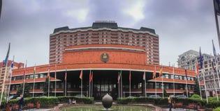 Povos não identificados perto da entrada principal ao presidente Hotel Imagens de Stock