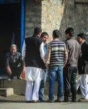 Povos no mercado de rua em Jammu, Índia Imagem de Stock Royalty Free