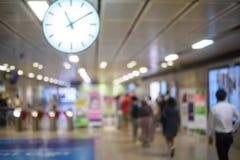 Povos no movimento do borrão da estação de metro Imagens de Stock