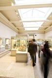 Povos no museu imagens de stock royalty free