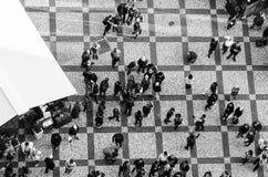 Povos no quadrado de Praga Imagens de Stock Royalty Free