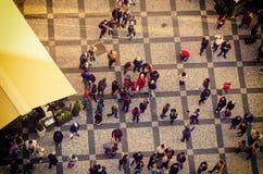 Povos no quadrado de Praga Imagem de Stock