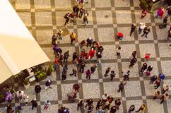 Povos no quadrado de Praga Fotografia de Stock