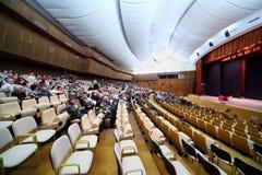Povos no salão do cinema de Kosmos Foto de Stock Royalty Free
