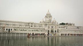 Povos no templo dourado em Amritsar, Índia Imagem de Stock