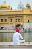 Povos no templo dourado em Amritsar, Índia Imagem de Stock Royalty Free