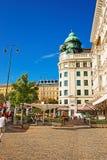 Povos no terraço da rua do café Mozart imagem de stock
