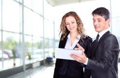 Povos no trabalho durante uma reunião de negócios Fotos de Stock Royalty Free