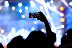 Povos no vídeo do tiro do concerto fotografia de stock royalty free