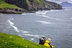 Povos nos mykines, Faroe Island fotos de stock